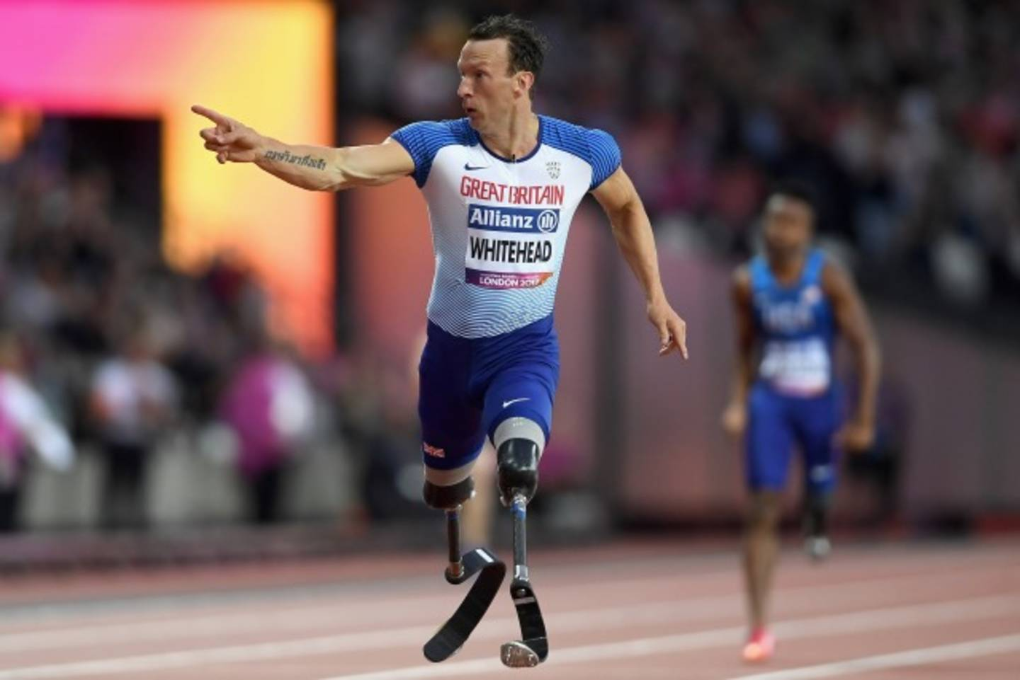 Richard Whitehead running on athletics track in World Para Championships 200m final