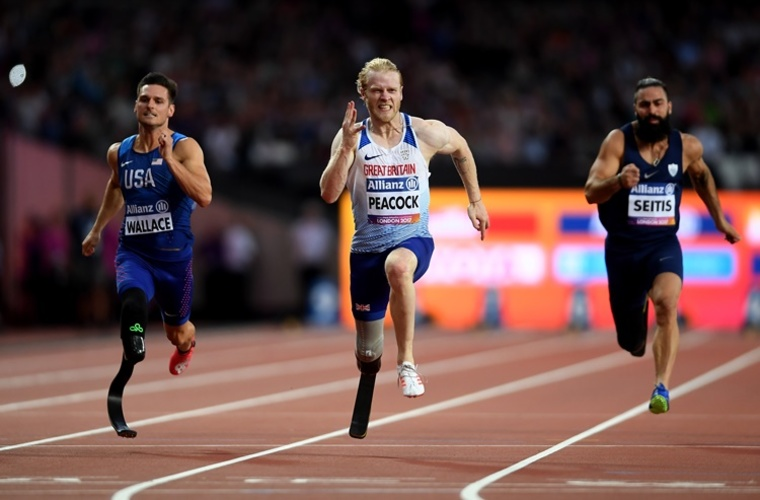 Amputee sprinter Jonnie Peacock running in T44 100m final