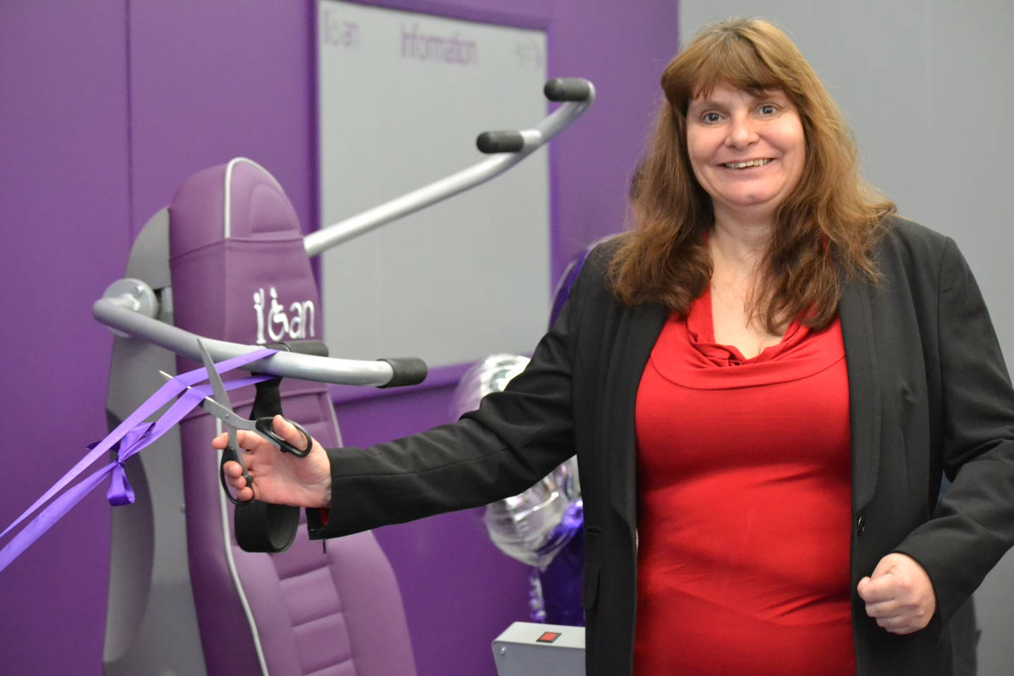 Sara Payne ribbon cutting at the Valley Leisure Launch New & Innovative Therapy Centre