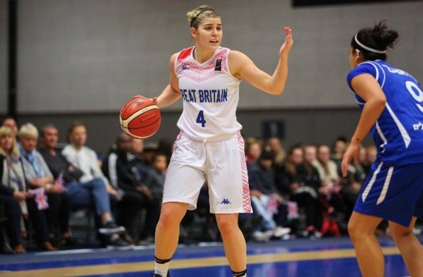Georgia Jones playing basketball for Great Britain
